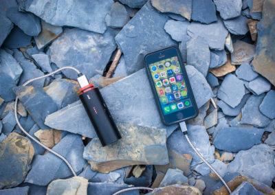 mikrodobrodruzstvi-knog-pwr-dobijnei-telefonu-powerbankou (1 of 1)